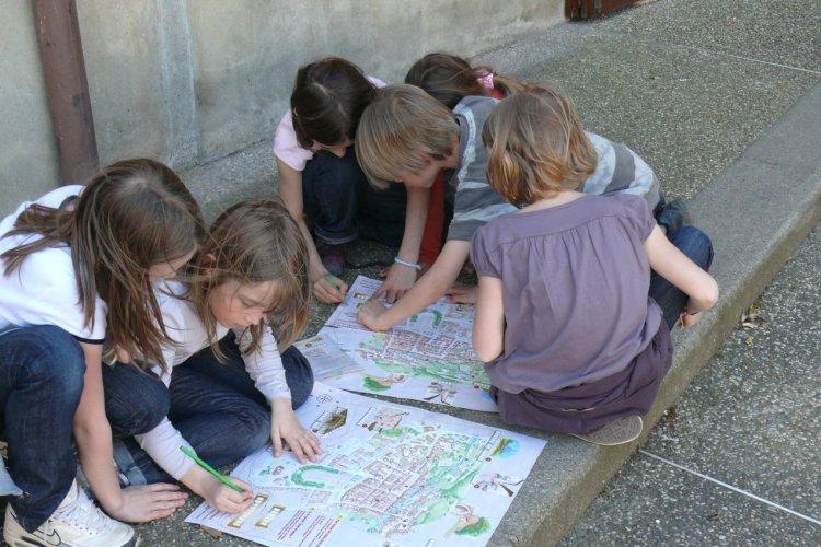 Les petits enquêteurs à la découverte de Bourg-en-Bresse. - © DR.