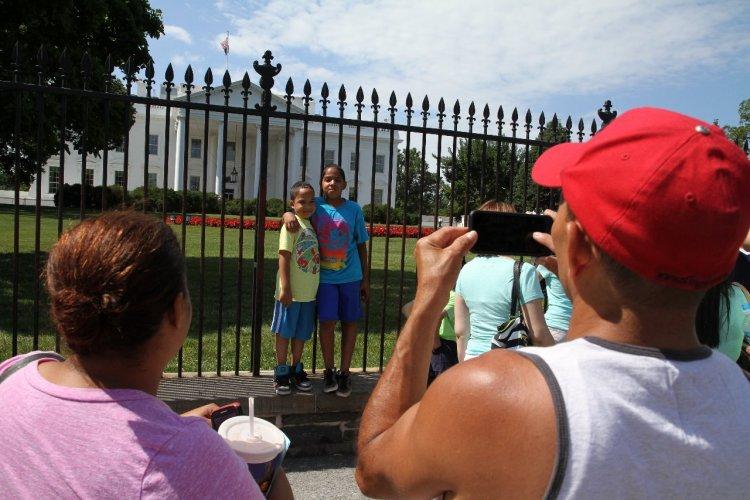 Incontournable, la photo devant la Maison Blanche. - © Stéphan SZEREMETA
