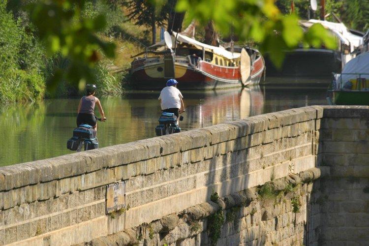 Vélo sur le canal du midi - © vélo canal du midi_Gilles Deschamps