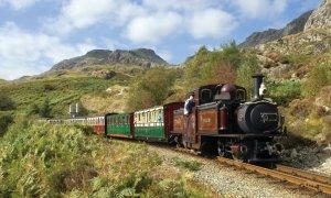 The Ffestiniog Railway (Rheilffordd Ffestiniog en gallois).