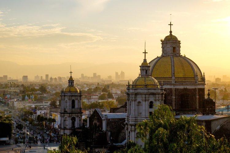 Vue panoramique sur la basilique de Guadalupe, à México. - © MartinM303 - Iphotostock