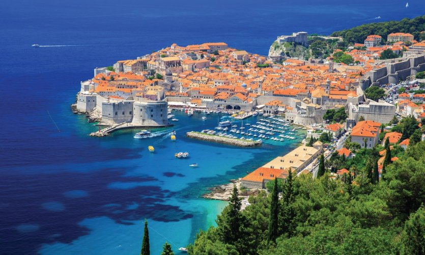 Vue sur la ville fortifiée de Dubrovnik.