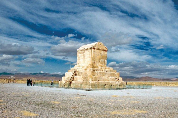 Un des vestiges de Pasargades. - © MARCOPOLO IRAN TOURING CO