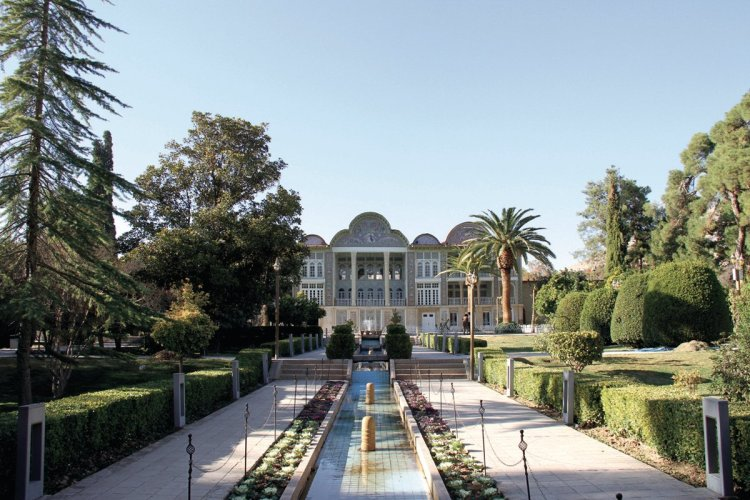 Une allée d'un jardin persan. - © MARCOPOLO IRAN TOURING CO