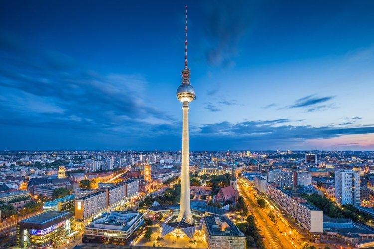 Fernsehturm - © Canadastock - Shutterstock.com
