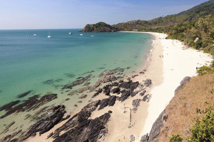 Plus vous descendez vers le sud, plus les plages de Koh Lanta sont rocheuses et moins fréquentées. - © Estelle TORGUE