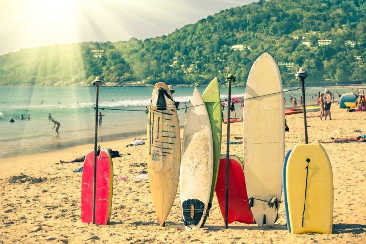 La meilleure saison pour surfer se trouve entre avril et octobre. - © ViewApart - iStockPhoto