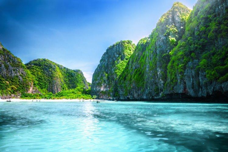 A Maya Bay, la nature est reine. Aucun hôtel n'a le droit de s'y installer. - © adisa - iStockPhoto