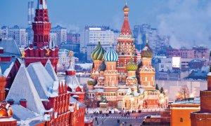 Le musée historique d'État, la cathédrale Saint-Basile-le-Bienheureux, la Place Rouge et le Kremlin.