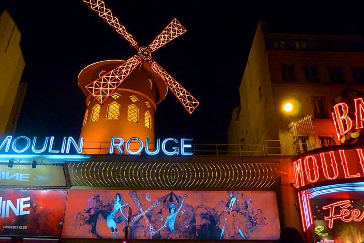 Le Moulin Rouge. - © Giancarlo Liguori - Shutterstock.com