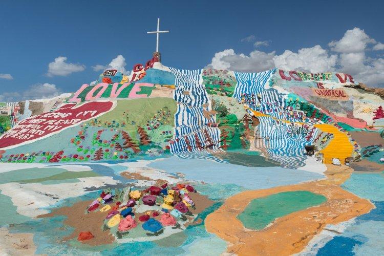 Salvation Mountain - © Nagel Photography - Shutterstock