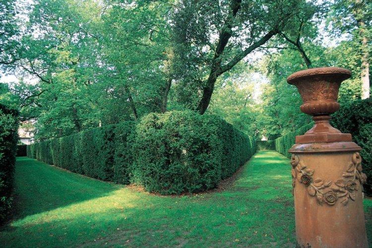 - © Château & Parc de Merville