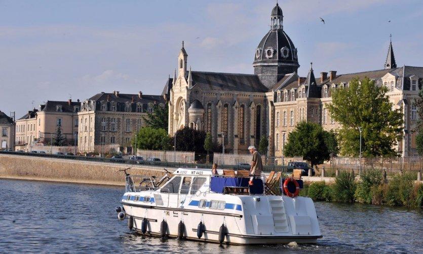 Tourisme fluvial, au fil de l'eau en Mayenne