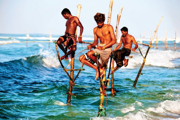 Pêcheurs traditionnels sur échasses. - © Chuvipro - iStockphoto