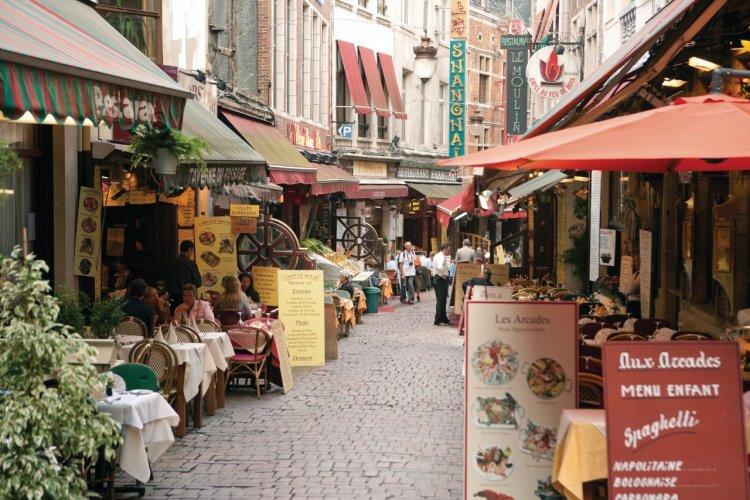 Restaurants de la rue des Bouchers. - © Author's Image