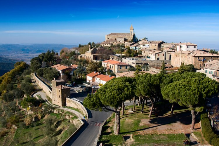 Montalcino. - © Bartuchna@yahoo.pl / Shutterstock.com