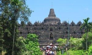 Pays invité : l'Indonésie. ici le temple Borobudur, qui attire de nombreux visiteurs.