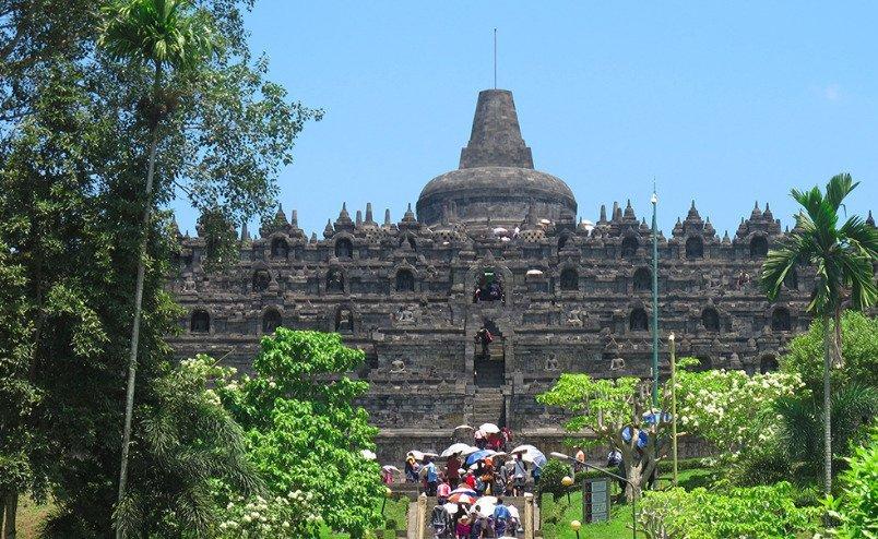 Pays invité : l'Indonésie. ici le temple Borobudur, qui attire de nombreux visiteurs. - © DR