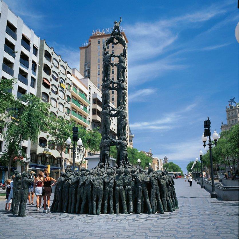Les castellers de Tarragona (sculpture représentant une pyramide humaine).