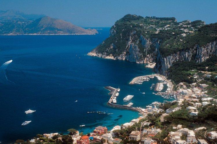 Panorama de Marina Grande. - © Azienda Autonoma Cura Soggiorno e Turismo Isola di Capri
