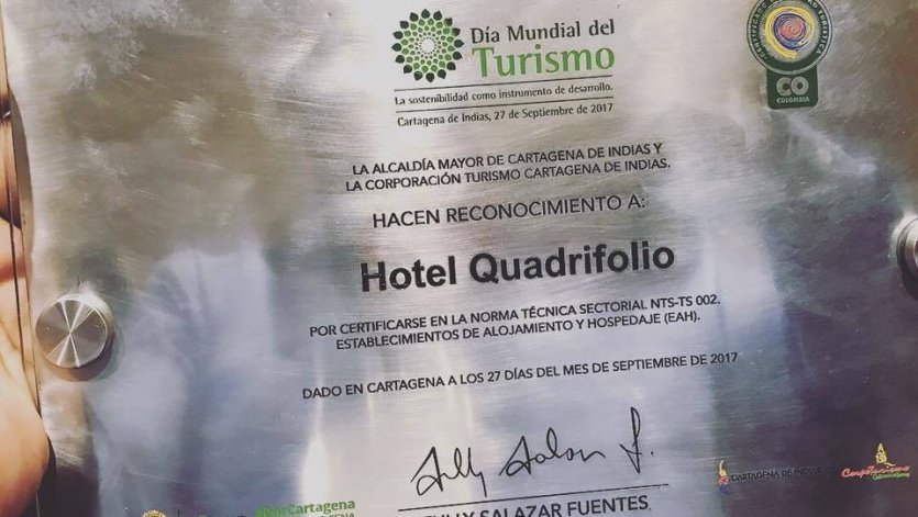 La reconnaissance offerte à l'hôtel par Alcadía Mayor de Cartagena de Indias et Turismo Cartagena. - © HÔTEL QUADRIFOLIO
