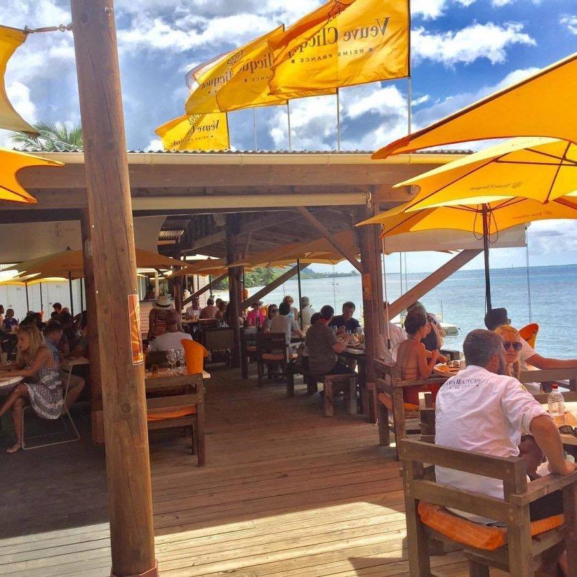 - © Moorea beach cafe