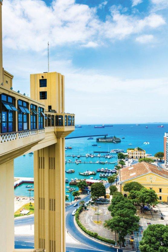 Vue sur Salvador de Bahia et le Lacerda Elevator.