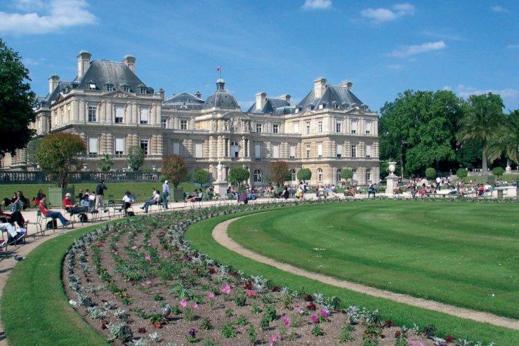 Façade du Sénat et jardin du Luxembourg - Paris - © RACAHOUT - FOTOLIA