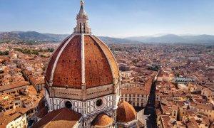 La cathédrale Santa Maria del Fiore domine la ville de Florence.