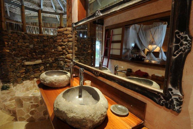 L'une des superbes salles de bains - © Green Lodge