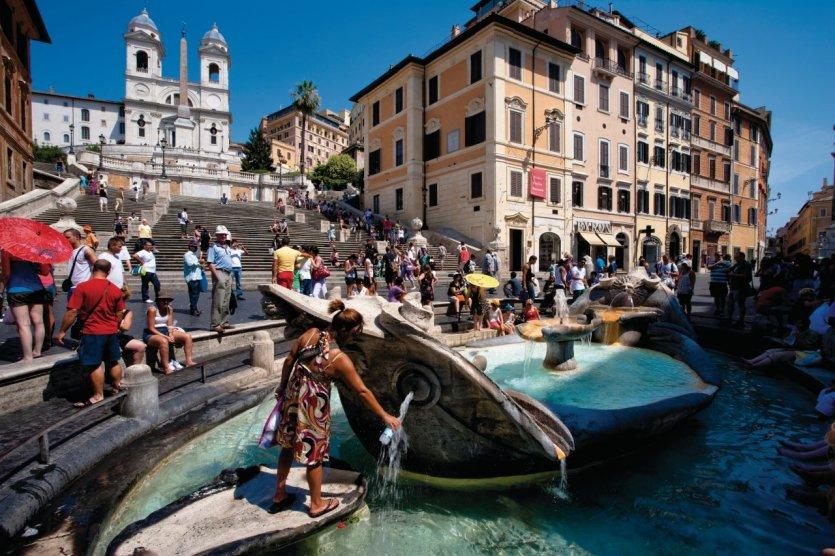 Trinità dei Monti (Trinité-des-Monts), la scalinata et la fontaine de la Barcaccia depuis la Piazza di Spagna. - © Philippe GUERSAN - Author's Image