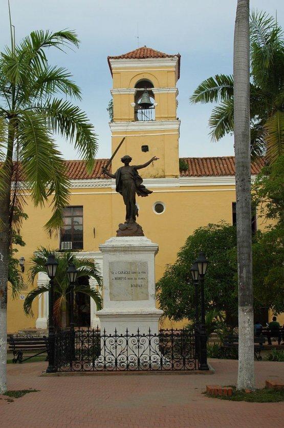 Statue de la liberté devant le cloitre de San Carlos o--o wiki - © o--o Wikipedia