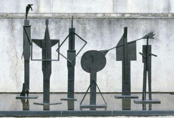 Les Baigneurs, 1956, Bronze 264 x 83.5 x 83.5 cm, Paris, Musée national Picasso-Paris - © Succession Picasso 2018