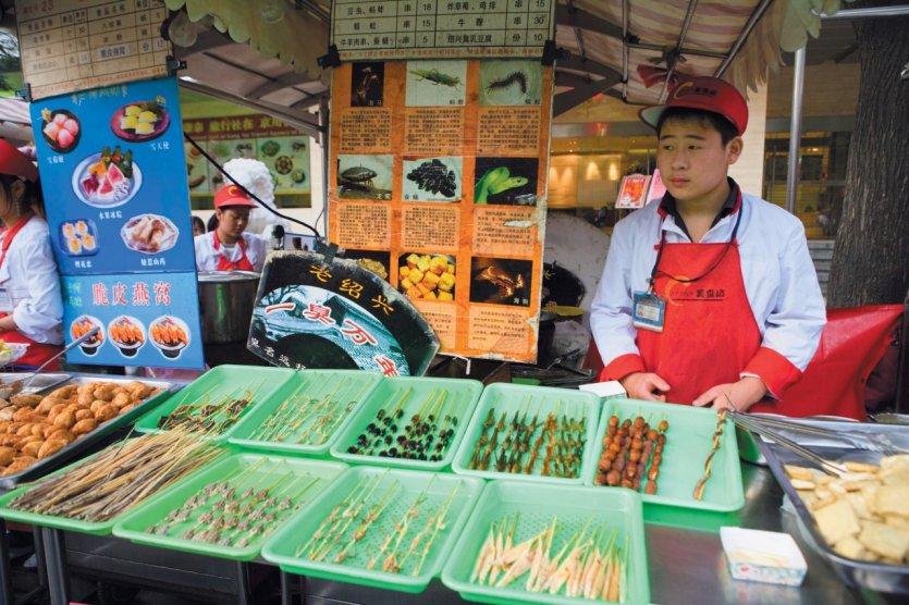 Rue Wangfujing - Donghuamen night market - Stands de restauration de rue - Insectes.