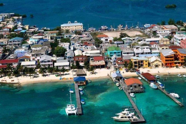 Ambergris-Caye-Belize - © www.lasterrazasresort.com_