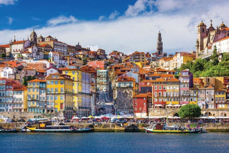 La ville de Porto bordée par le Douro. - © SeanPavonePhoto