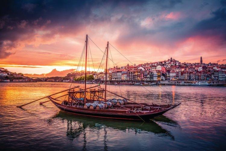 Le fleuve Douro, longeant la ville de Porto. - © Onfokus