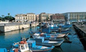 Port dans le quartier d'Ortygie.