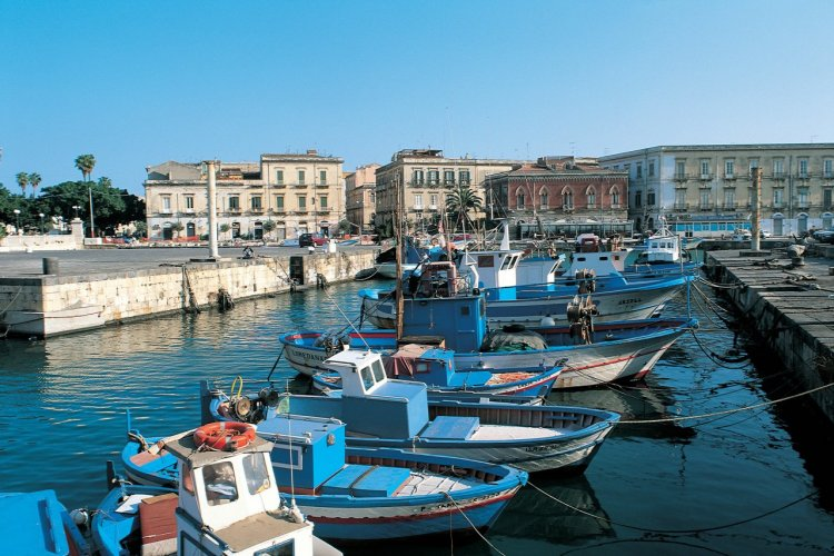 Port dans le quartier d'Ortygie. - © Apollon - Iconotec