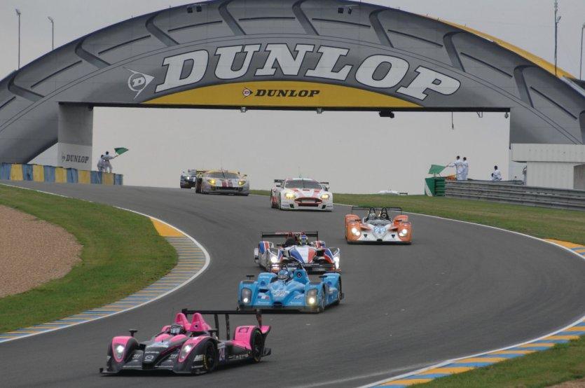 Course pendant les 24 heures du Mans.