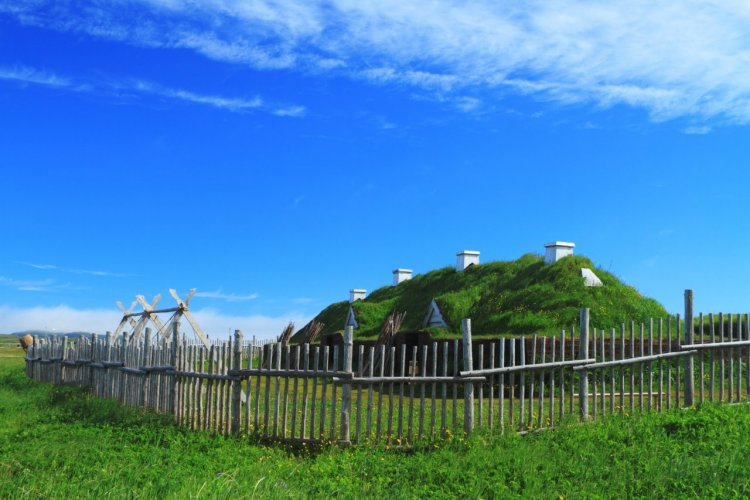 Anciennes habitations viking, L'Anse aux Meadows. - © George Burba - Shutterstock.com