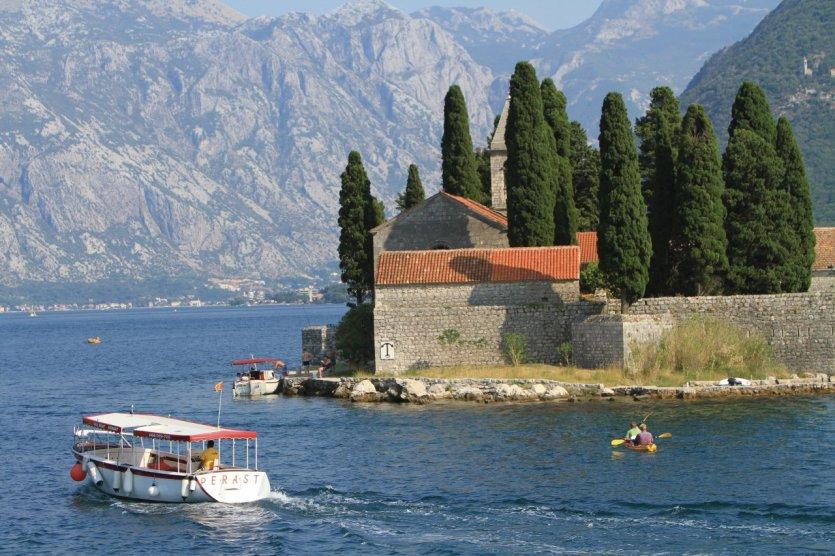Île abritant le monastère Saint-George face à Perast