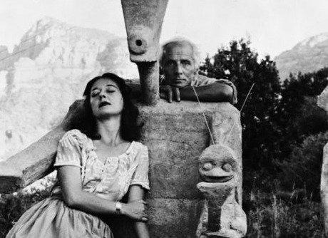 Dorothea Tanning and Max Ernst with his sculpture, Capricorn, 1947 / Photograph by John Kasnetsis - © John Kasnetsis