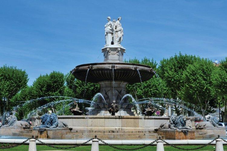 Fontaine de la Rotonde en bas du Cours Mirabeau - © Carine KREB