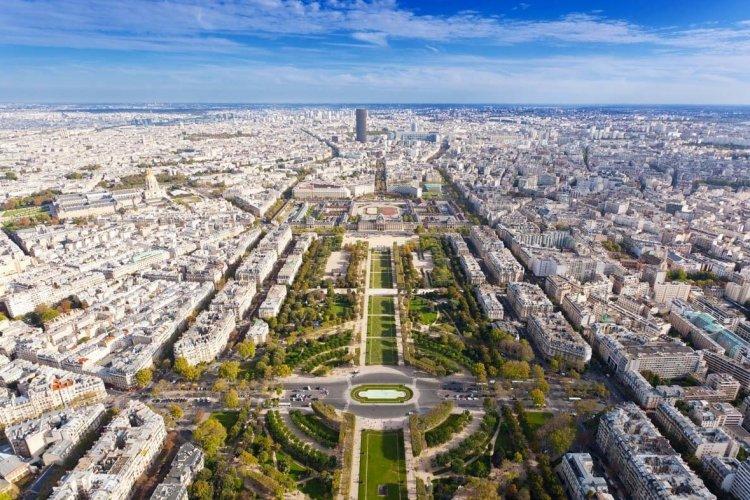 Le Champ de Mars depuis la Tour Eiffel - © shutterstock.com