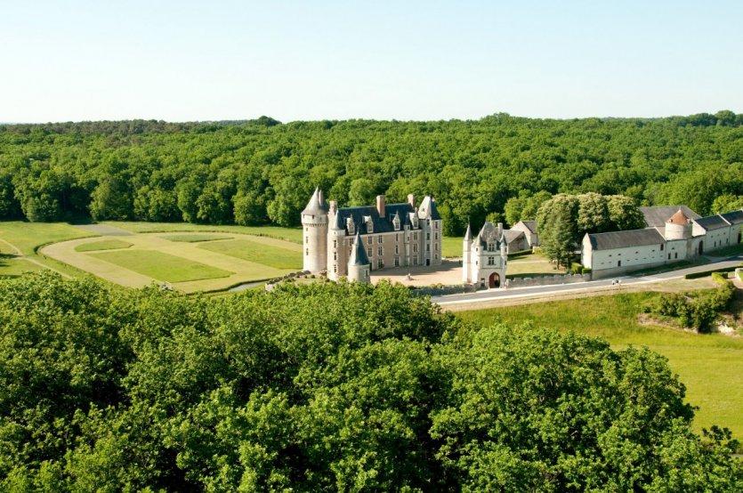 Vue aérienne du château de Montpoupon - © Château de Montpoupon