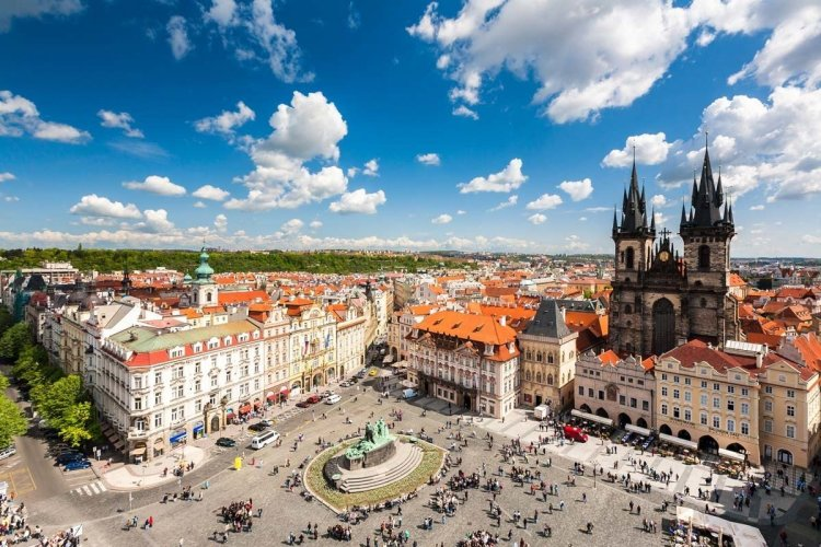 La place de la vieille ville - © Lightpoet - Shutterstock