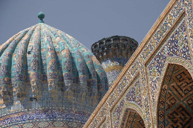 Bâtiments islamiques sur la place principale de Samarkand. - © Azotov