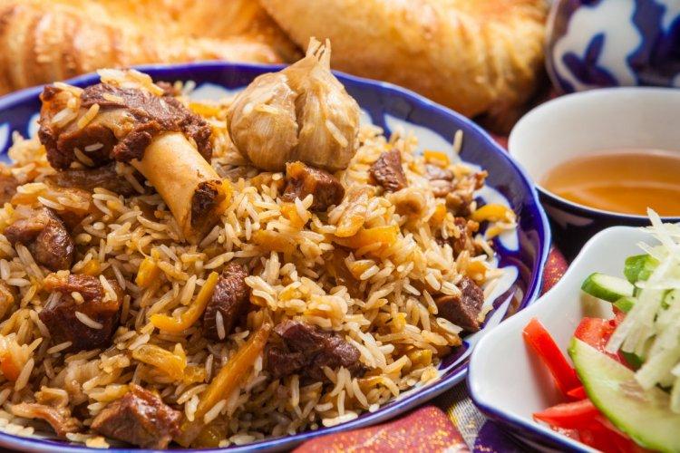 Plat national ouzbek: riz sauté et viande de mouton. - © genius87 - Shutterstock.com