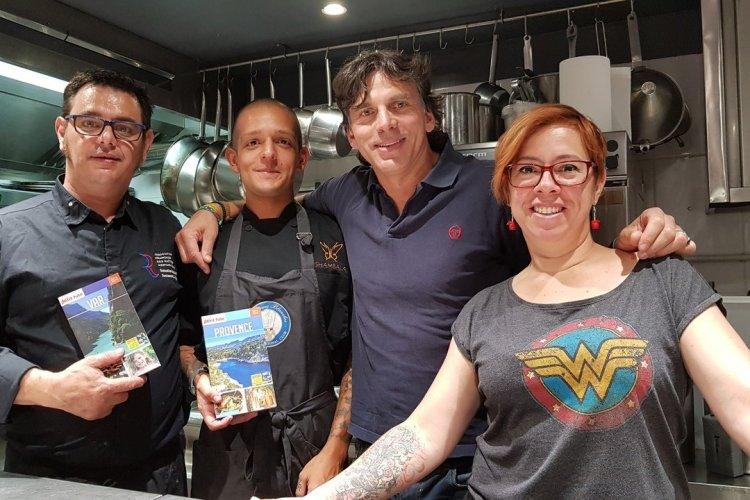 Sébastien Gaillard (chef La Truffe), Josue Quiros (chef de partie Shambala Costa Rica), Laurent Boschero (Responsable édition Petit Futé) et Nadine Quinonez (chef pâtissière la Truffe). - © Laurent BOSCHERO